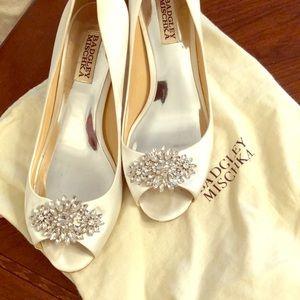White Badgley mischka heels size 7.5